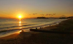 七里ガ浜海岸からの夕日