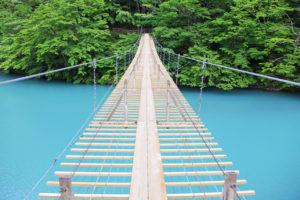 歩いて渡れるつり橋
