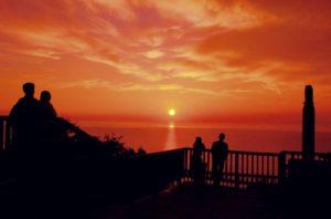 目に焼きつく真っ赤な夕日