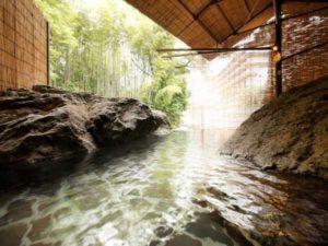 思い出浪漫館 滝川沿いにある源泉かけ流しの渓流露天風呂