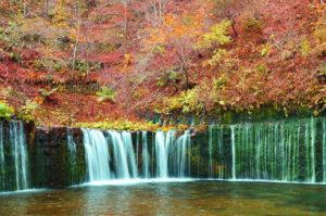 秋の軽井沢白糸の滝