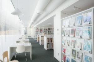 横須賀美術館図書室