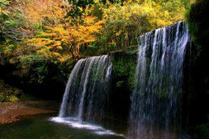 紅葉の時期の鍋ヶ滝