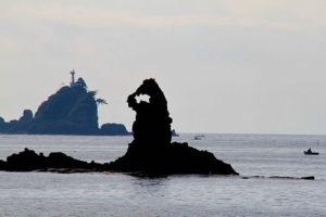静岡県西伊豆町大田子海岸のゴジラ岩
