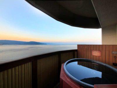 風の薫の部屋の露天風呂