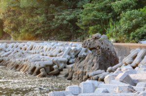愛媛県宇和島市九島のゴジラ岩