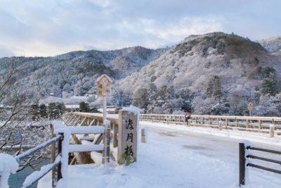 雪化粧の渡月橋