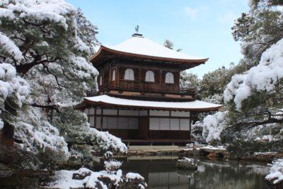 雪化粧の銀閣寺