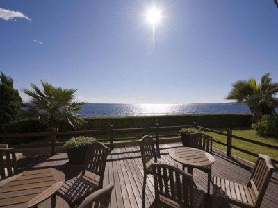 海一望絶景の宿 いなとり荘の1階オープンテラス